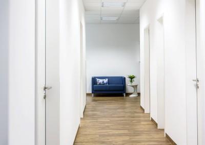 Der Flur zwischen den einzelnen Büros